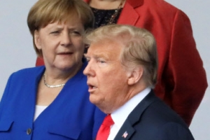 """나토 방위비 흔드는 트럼프 """"독일은 러시아의 포로"""""""