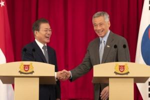 """문대통령 """"한·싱가포르 관계격상 협의…정부·국민 교류 확대"""""""