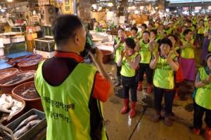 '두 집 살림' 노량진 수산시장, 해법 안 보이는 갈등