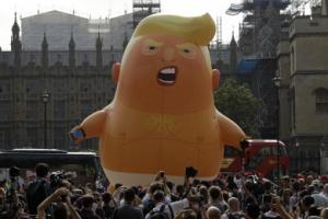 [포토] 화난 얼굴·기저귀…런던에 뜬 '아기 트럼프'