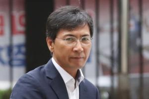 """안희정 부인 """"김지은, 새벽에 부부 침실 들어와""""...김지은 측 """"그런 적 없다"""""""
