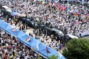 [포토] '분단이 여기에…' 퀴어축제와 반대집회