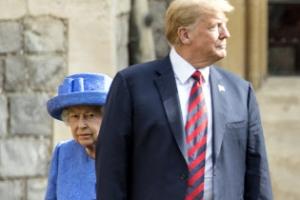 """""""아들·손자·남편 다 싫어해 영국여왕 혼자 트럼프 만나"""""""