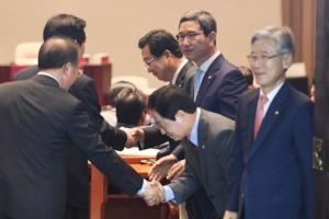 [서울포토] 자유한국당 상임위원장 선정...한표부탁!