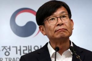 """김상조 """"재벌개혁 기조 변화 없어…소득주도·혁신 함께 간다"""""""