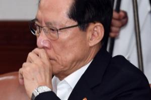 [포토] '굳은 표정' 송영무 국방부 장관
