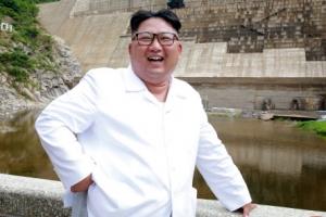 [포토] '화이트 재킷 입은' 김정은 북한 국무위원장