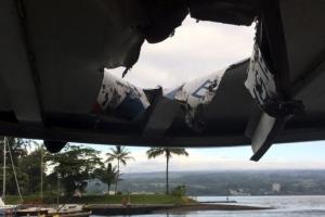 하와이 관광보트에 떨어진 '용암폭탄'…관광객 23명 부상