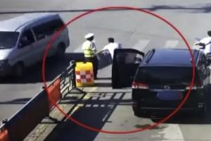 폭염 속 경찰관에게 한 운전자가 베푼 친절