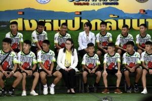 """태국 동굴소년에 """"무슨 약 먹었나"""" 질문한 언론사…태국 정부 강력 비난"""
