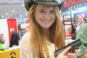 총 깨나 밝히는 러시아 스파이 여인, 트럼프도 만났다고?