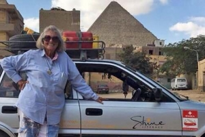 케이프타운부터 런던까지 자동차로 혼자 여행한 80세 할머니