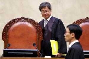 부친상 중에 판결문 읽은 김명수 대법원장