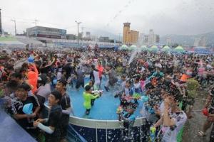山海珍味…'정남진 장흥물축제' 물놀이도 식후경