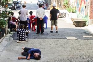 폭염이 키운 '빈부격차'...밖으로 뛰쳐나온 쪽방촌 주민들