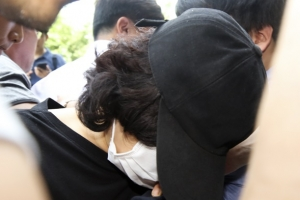 """'11개월 영아 학대 치사' 보육교사 구속…법원 """"도망 염려"""""""