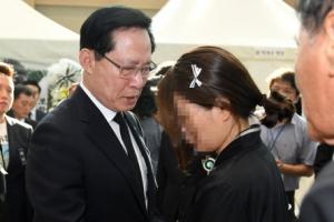 송영무, 헬기 사고 유족에 '의전 때문에 짜증' 발언 해명