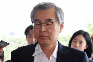 [서울포토] 정재찬 전 공정거래위원회 위원장 검찰 출석