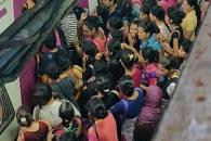 여기가 지옥…인도 출근시간 역 승강장