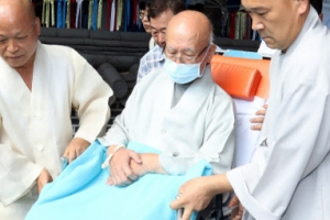 [포토] 단식 41일째… 병원으로 후송되는 설조스님