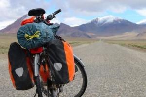 타지키스탄 사이클 여행자 넷 차로 치여 숨지게 한 사건 발생