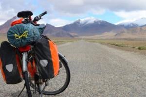 타지키스탄 사이클 여행객들 차로 들이받고 흉기 공격, 4명 사망