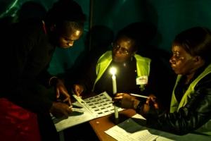 독재자 몰아낸 짐바브웨… 민주주의 향한 뜨거운 첫 대선