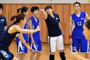 다시 하나된 남북 여자농구 선수들…AG 우승 향해 '평화의 슛'