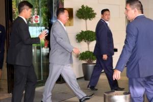 [포토] '숙소 나서는' 리용호 북한 외무상, ARF 참석차 싱가포르 도착