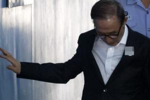 [포토] 퇴원 후 첫 법정 출석하는 이명박 전 대통령