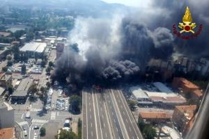伊볼로냐서 대형 폭발…화염에 뒤덮인 고속도로