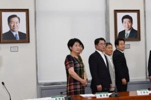 [서울포토]민주평화당에 내걸린 김대중 노무현 전대통령 사진