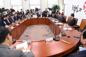 [서울포토] 자유한국당, 비대위원·중진의원 연석회의