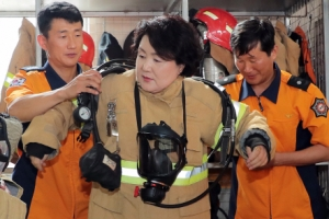 30kg 방화복 입은 김정숙 여사…폭염에 고생하는 소방관 격려