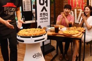 [서울포토] '로봇이 피자를 서빙해준대~'