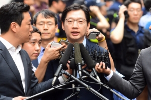 특검, 오후 8시 30분부터 드루킹·김경수 대질 조사 中