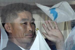 [서울포토] 손흔드는 북한 노동자대표