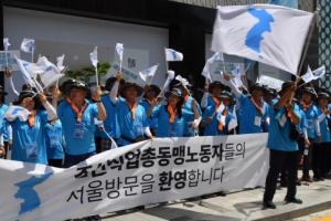 [서울포토] 북측 노동자 환영하는 인파