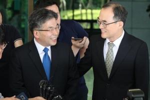 '수사권조정 갈등' 검찰총장·경찰청장 대검서 첫 면담