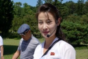 """[포토] """"이곳이 만수대입네다""""… 미모의 북한 안내원"""