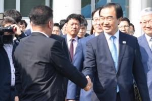 [서울포토] 군사분계선 넘는 조명균 통일부 장관