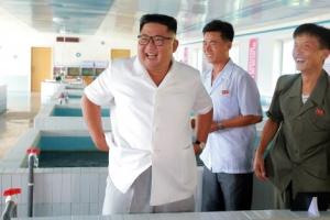 [포토] 신설 어업사업소 및 목장 살피는 北 김정은 위원장