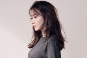 """[포토] '사망설' 김아중 """"저 잘 지내요! 왜 그런 소문이…"""""""