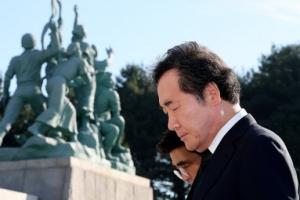 이총리, 무연고 독립유공자 묘소 참배…관리 강화 당부