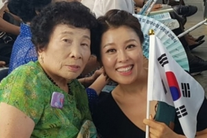 '#광복절 #독립운동 #아빠' 홍지민, 광복절 애국가 제창 태극기 인증샷