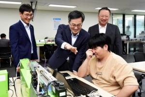 """김동연 """"향후 5년 세수 60조 더 걷혀… 실업급여 1조2000억 증액"""""""