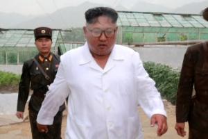 비 맞는 김정은 북한 국무위원장 사진 공개 '눈길'