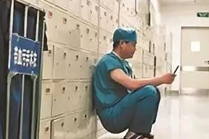 환자에게 얻어맞는 의사 위해 중국 오늘 '의사절'로 지정