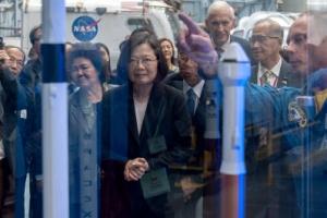美와 밀착…차이잉원, 대만 총통 첫 NASA 방문