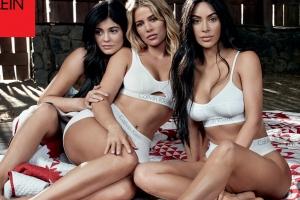 킴 카다시안 자매들의 환상적인 몸매 자랑